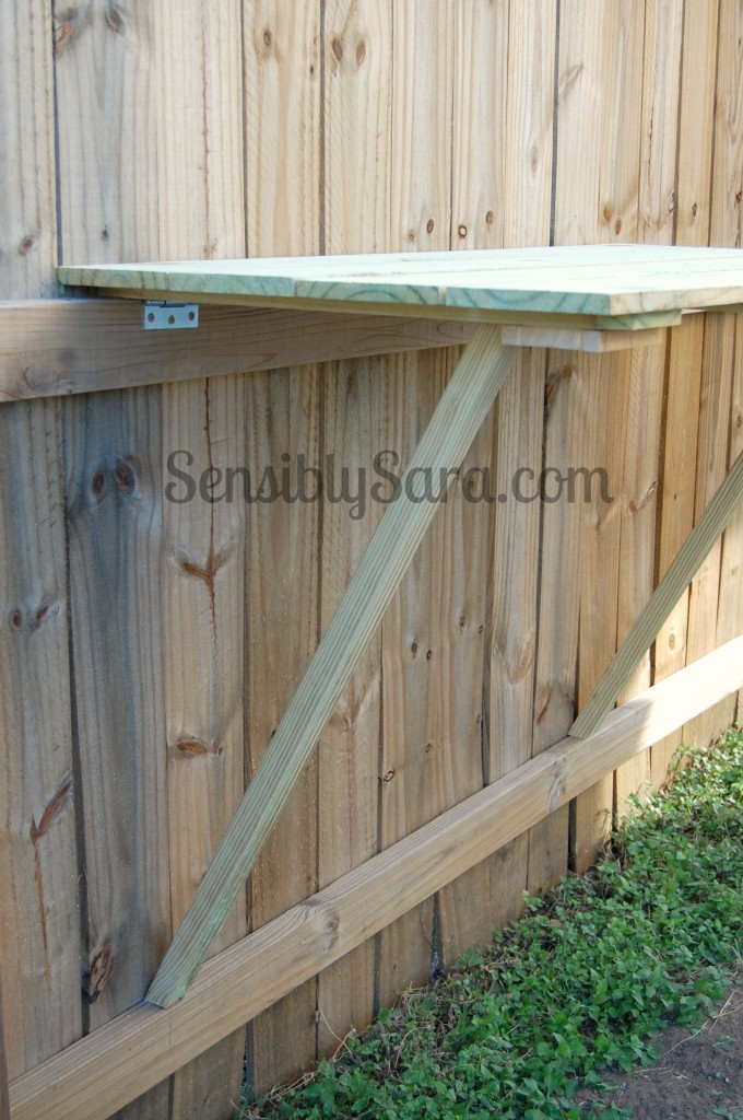 DIY Fence Table | SensiblySara.com