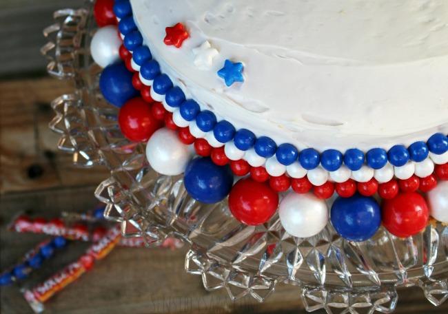 Star Details on a Cake | SensiblySara.com