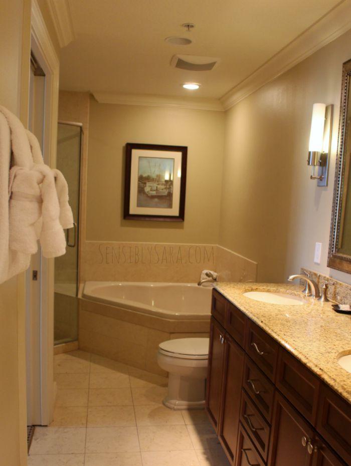 Emerald Grande Bathroom | SensiblySara.com