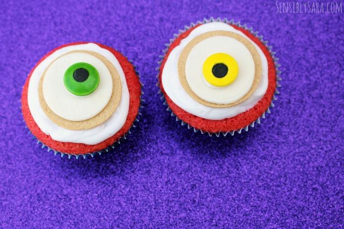 Halloween Cupcakes - Monster Eyes | SensiblySara.com