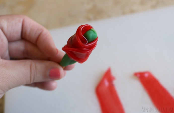 Fruit Roll Up Roses | SensiblySara.com