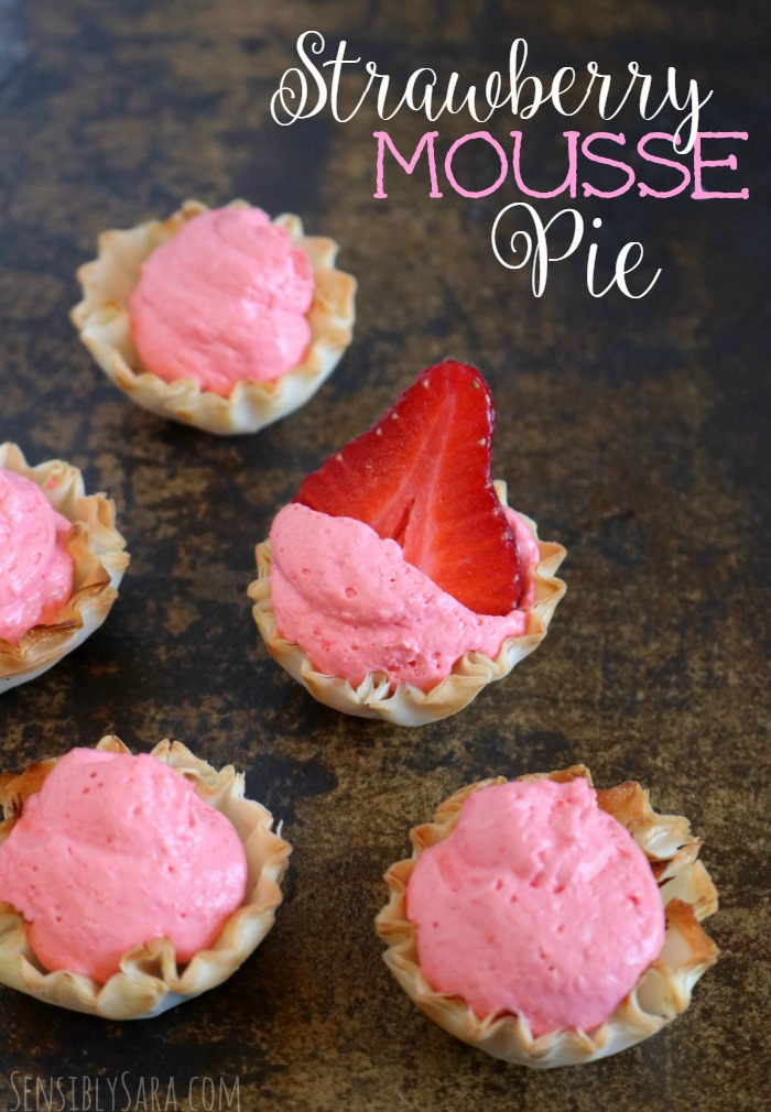 3 Ingredient No Bake Strawberry Mousse Pie | SensiblySara.com