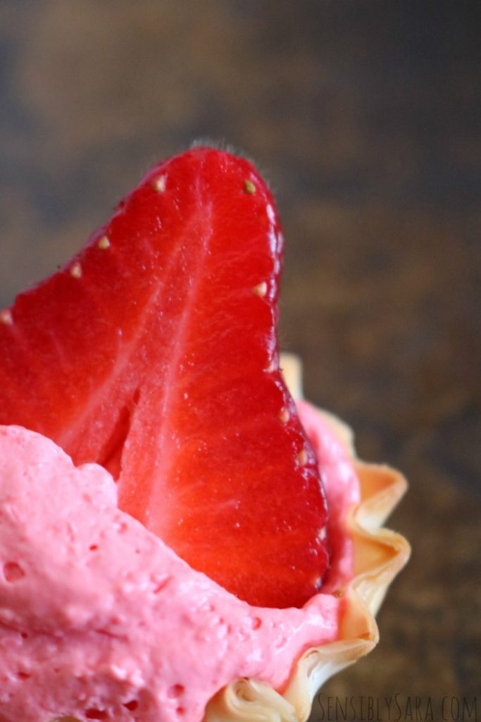 3 Ingredient Strawberry Mousse Pie | SensiblySara.com