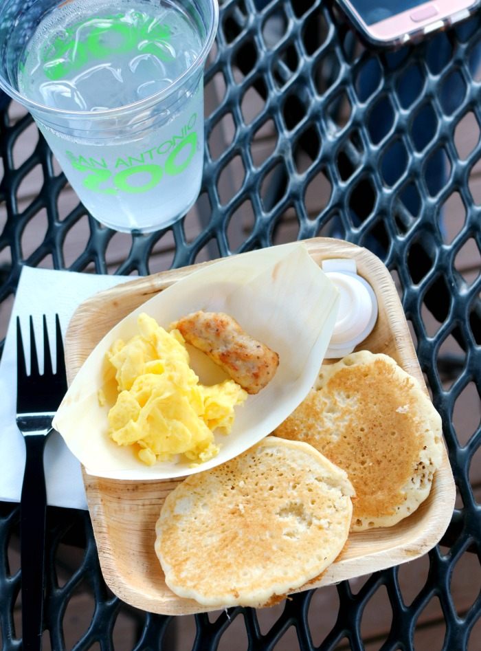 Beastly Breakfast at the San Antonio Zoo | SensiblySara.com