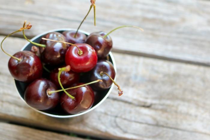 Fresh Cherries   SensiblySara.com