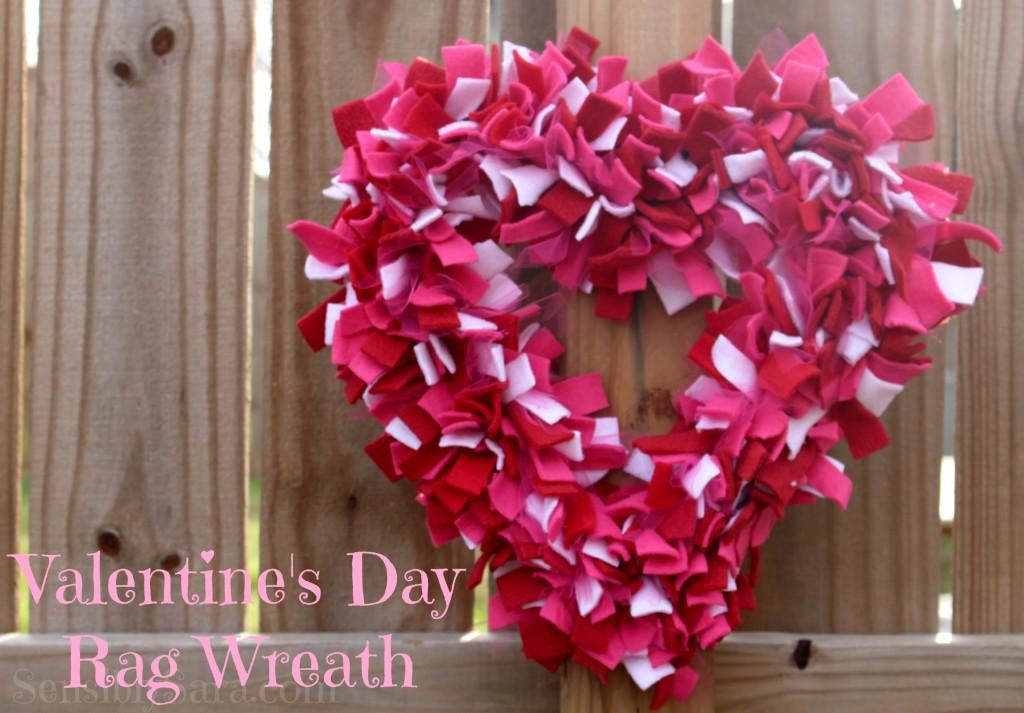 Valentine's Day Rag Wreath| SensiblySara.com