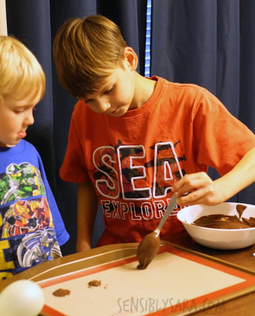 KITK - Chocolate Bowl Plates | SensiblySara.com