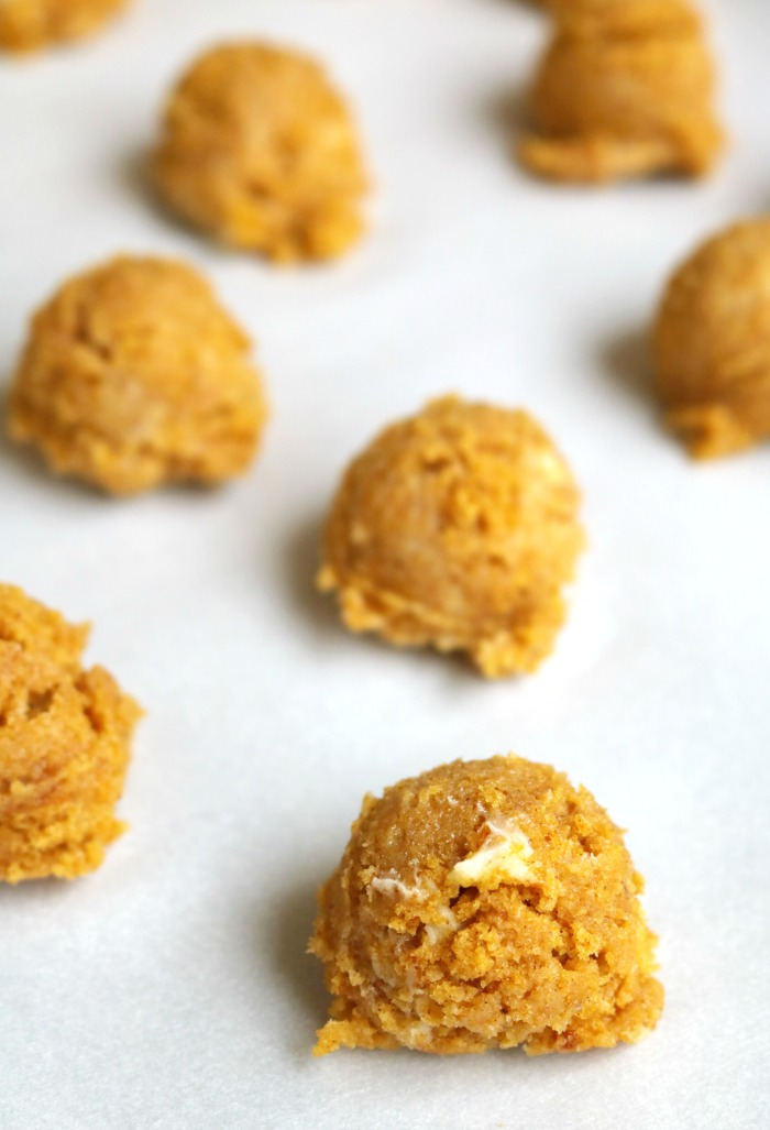 Pumpkin Cake Pops Step 2 | SensiblySara.com