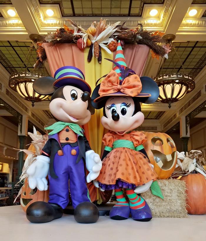 Halloween at Disney World   SensiblySara.com