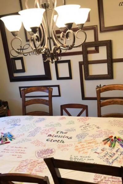 DIY Gratitude Table Cloth   SensiblySara.com
